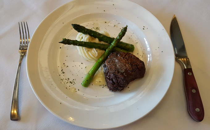 6 oz Filet Mignon at Robards Steakhouse