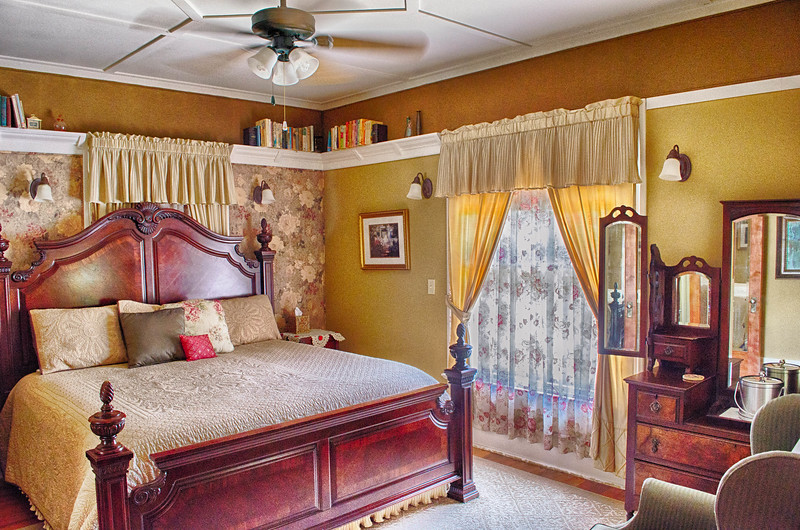 beuatifully decorated bedroom